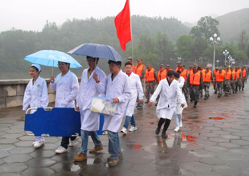兴义亲民医院医护人员参加贵州省防洪抢险演练 组图