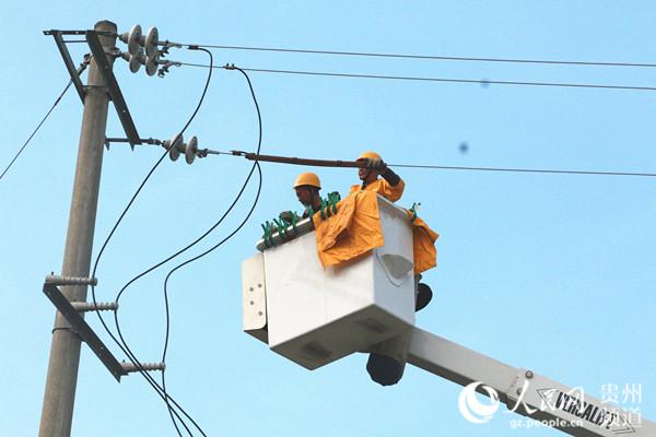 初战告捷!黔西南州望谟供电局带电作业不再空白